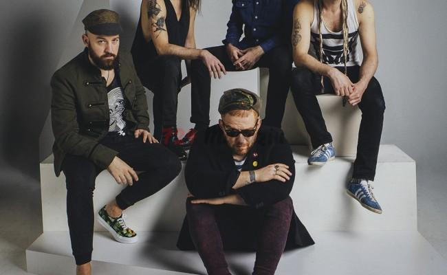 """ATHENA'nın 7. stüdyo albümü """"ALTÜST""""ün yeni video klibi: """"PARÇALANIYORUZ"""""""